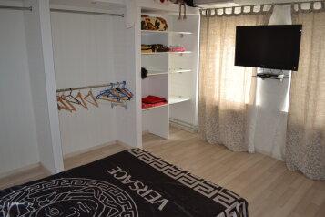 Красивый дом в парке,место для автомобиля , 55 кв.м. на 4 человека, 2 спальни, улица Токарева, 52, Евпатория - Фотография 1
