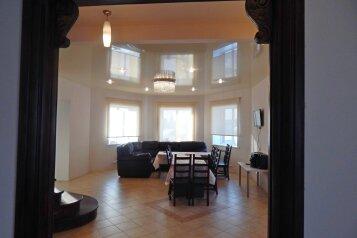 Коттедж в аренду посуточно, 300 кв.м. на 30 человек, 4 спальни, Лесной переулок, 6, Новосибирск - Фотография 2