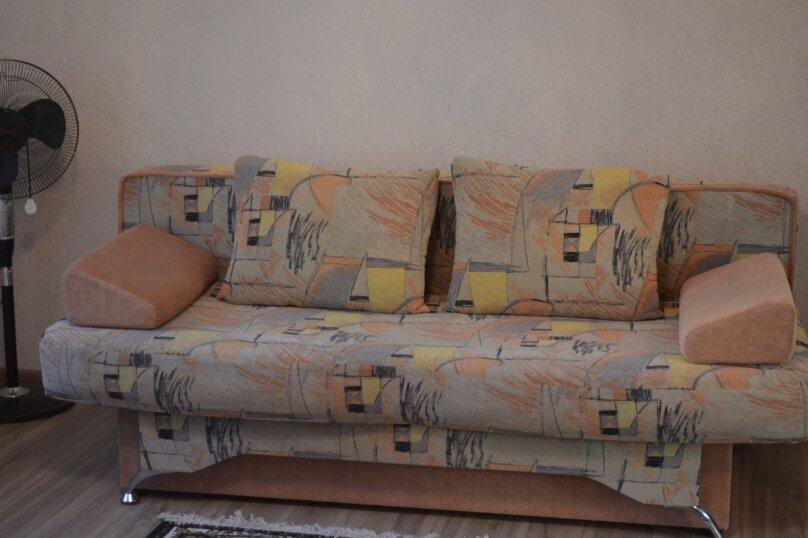 СДАМ ПОСУТОЧНО ЖИЛЬЕ ЦЕНТР, 24 кв.м. на 3 человека, 1 спальня, площадь Пирогова, 24, Севастополь - Фотография 2