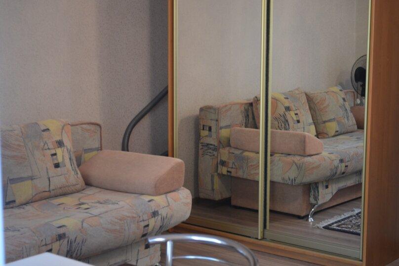 СДАМ ПОСУТОЧНО ЖИЛЬЕ ЦЕНТР, 24 кв.м. на 3 человека, 1 спальня, площадь Пирогова, 24, Севастополь - Фотография 3