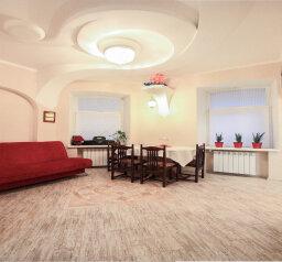 2-комн. квартира, 48 кв.м. на 4 человека, Малоохтинский проспект, метро Новочеркасская, Санкт-Петербург - Фотография 1