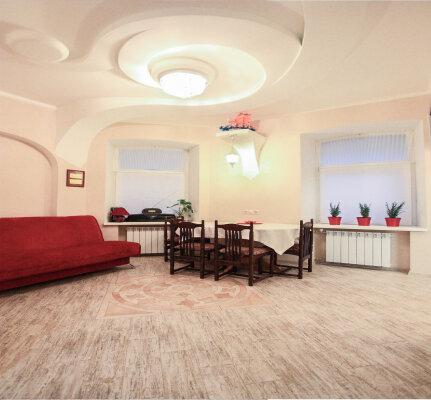 2-комн. квартира, 48 кв.м. на 4 человека, Малоохтинский проспект, 10, метро Новочеркасская, Санкт-Петербург - Фотография 1