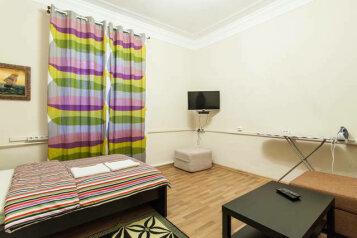2-комн. квартира, 60 кв.м. на 6 человек, улица Забелина, метро Китай-город, Москва - Фотография 1