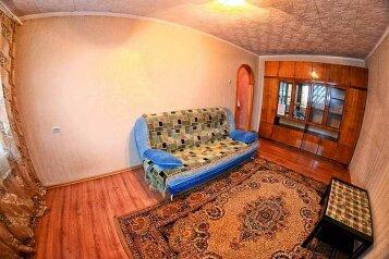 2-комн. квартира, 70 кв.м. на 3 человека, Октябрьский проспект, Центральный район, Кемерово - Фотография 1