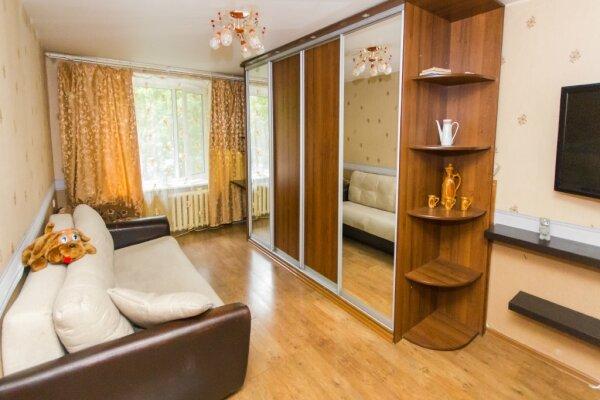 2-комн. квартира, 50 кв.м. на 5 человек, Стрельбищенский переулок, 5, метро Выставочная, Москва - Фотография 1