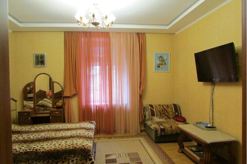 1-комн. квартира, 37 кв.м. на 3 человека, улица Ленина, 33, Севастополь - Фотография 1