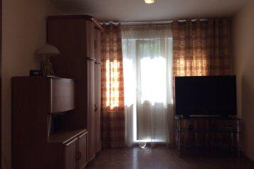 2-комн. квартира, 47 кв.м. на 4 человека, Золотодолинская улица, 21, Советский район, Новосибирск - Фотография 1