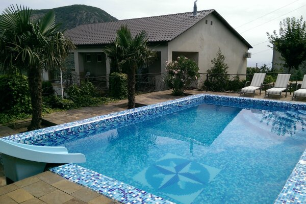 Сдам дом с бассейном г. Алушта, с. Лавровое, 215 кв.м. на 10 человек, 5 спален