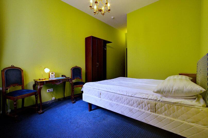 Номер Стандарт с одной двуспальной кроватью, улица Марата, 8, метро Маяковская, Санкт-Петербург - Фотография 4