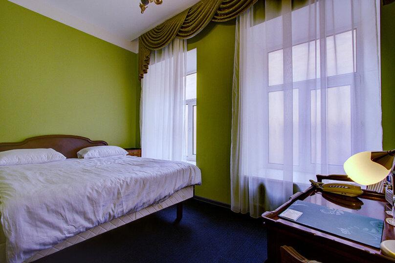 Номер Стандарт с одной двуспальной кроватью, улица Марата, 8, метро Маяковская, Санкт-Петербург - Фотография 1