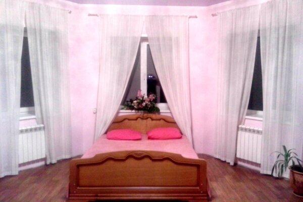 Коттедж в аренду посуточно, 300 кв.м. на 30 человек, 4 спальни, Лесной переулок, 6, Новосибирск - Фотография 1