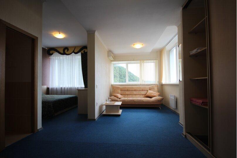 Четырехместный номер с двумя спальнями с видом на бассейн, Солнечная улица, 10, Ольгинка - Фотография 3