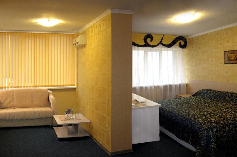 Четырехместный номер с двумя спальнями с видом на бассейн, Солнечная улица, 10, Ольгинка - Фотография 1