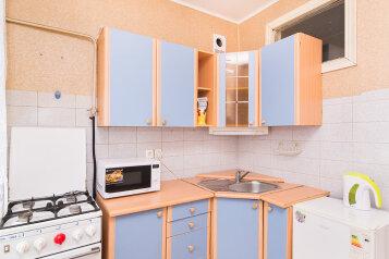 1-комн. квартира, 31 кв.м. на 4 человека, улица Попова, 25, метро Площадь 1905 года, Екатеринбург - Фотография 1