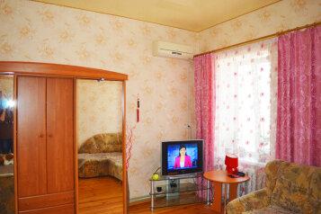 Дом  с не большим своим двориком, 55 кв.м. на 5 человек, 2 спальни, Русская улица, Динамо, Феодосия - Фотография 1