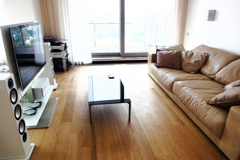 1-комн. квартира, 54 кв.м. на 3 человека, улица Юмашева, 9, Екатеринбург - Фотография 2