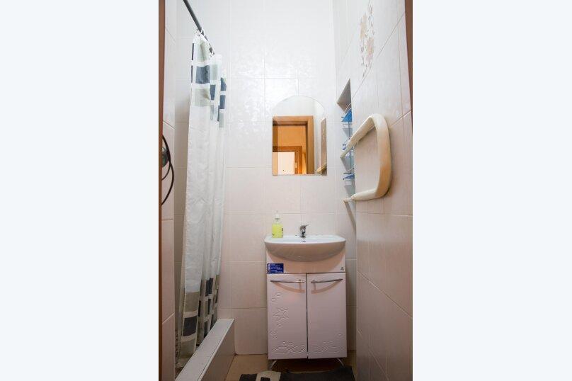 2-комн. квартира, 60 кв.м. на 7 человек, улица 8 Марта, 7, метро Площадь 1905 года, Екатеринбург - Фотография 9