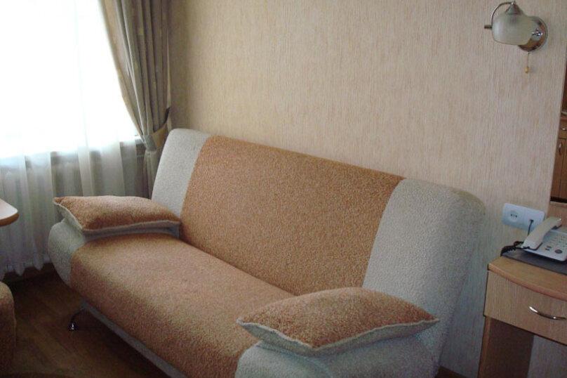 Номер на третьем этаже, улица Дражинского, 54А, Ялта - Фотография 1