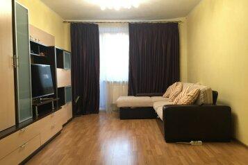 2-комн. квартира, 56 кв.м. на 6 человек, улица Латышских Стрелков, 1, Санкт-Петербург - Фотография 1