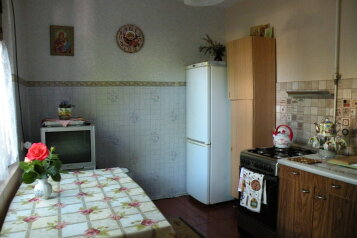 Сдается дом трех комнатный находится в историческом центре города Евпатория, 65 кв.м. на 5 человек, 3 спальни, Назаровская улица, Евпатория - Фотография 1