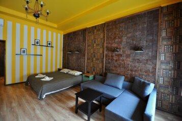 Гостевой дом, улица Чайковского, 4 на 15 комнат - Фотография 1