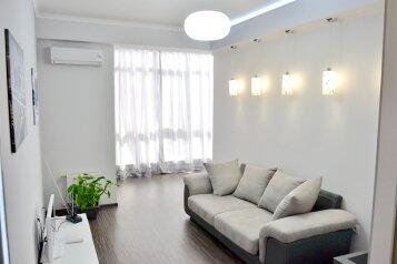 2-комн. квартира, 57 кв.м. на 3 человека, улица Сенявина, Севастополь - Фотография 1