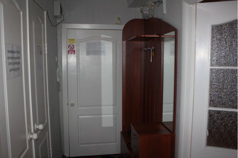 2-комн. квартира, 50 кв.м. на 6 человек, улица Партизана Железняка, 32, Красноярск - Фотография 2