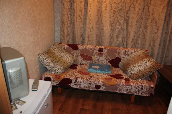 Отдельная комната, улица Алексеева, 99, Советский район, Красноярск - Фотография 1