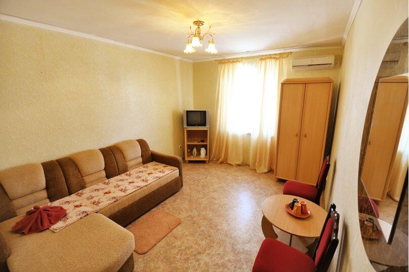 Двухкомнатный 4-х местный улучшенный стандарт, улица Рыбалко, 45, Поповка - Фотография 1