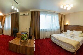 4-комн. квартира, 125 кв.м. на 5 человек, Крылова, 64/1, Новосибирск - Фотография 1