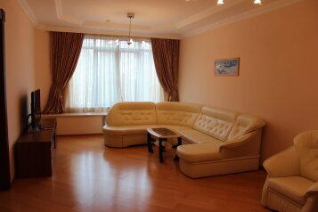 3-комн. квартира, 160 кв.м. на 6 человек, улица Орджоникидзе, 26Б, Центр, Сочи - Фотография 1