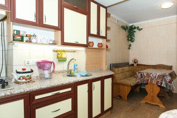 1-комн. квартира, 42 кв.м. на 3 человека, улица Тренёва, Симферополь - Фотография 1