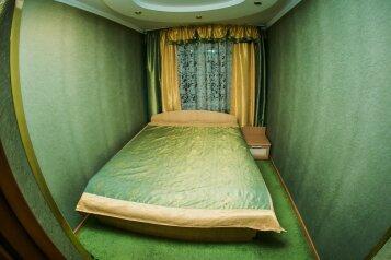 3-комн. квартира, 60 кв.м. на 7 человек, улица Ботвина, 8, Ленинский район, Астрахань - Фотография 2