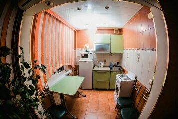 3-комн. квартира, 60 кв.м. на 7 человек, улица Ботвина, 8, Ленинский район, Астрахань - Фотография 4