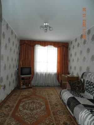 2-комн. квартира, 36 кв.м. на 4 человека, улица Поспелова, 18, Таштагол - Фотография 1