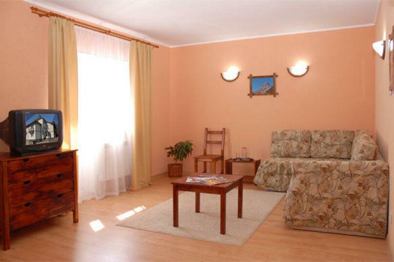 2-комнатный семейный с 2-спальной кроватью, улица Защитников Кавказа, 18А, Красная Поляна - Фотография 1