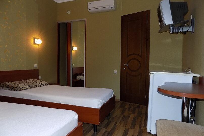 Стандартный двухместный номер с 1 кроватью или 2 отдельными кроватями 2 этаж, Первомайская улица, 51А, Геленджик - Фотография 1