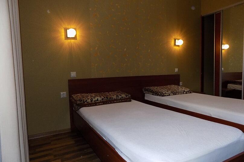 Стандартный двухместный номер с 1 кроватью или 2 отдельными кроватями 2 этаж, Первомайская улица, 51А, Геленджик - Фотография 2