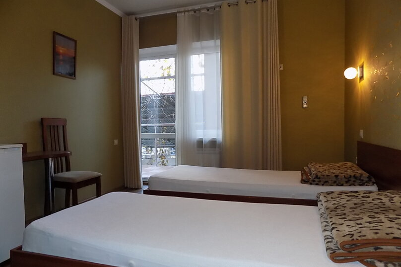 Стандартный двухместный номер с 1 кроватью или 2 отдельными кроватями 2 этаж, Первомайская улица, 51А, Геленджик - Фотография 3