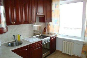 2-комн. квартира, 54 кв.м. на 7 человек, улица Блюхера, Советский район, Челябинск - Фотография 3