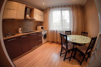 2-комн. квартира, 70 кв.м. на 8 человек, Механическая улица, 31, Тюмень - Фотография 4