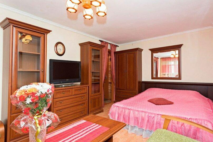 1-комн. квартира, 39 кв.м. на 3 человека, улица Луначарского, 66, Пермь - Фотография 1