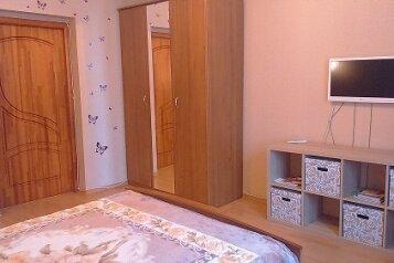 2-комн. квартира, 53 кв.м. на 6 человек, улица Хохрякова, 21, Площадь 1905 года, Екатеринбург - Фотография 2