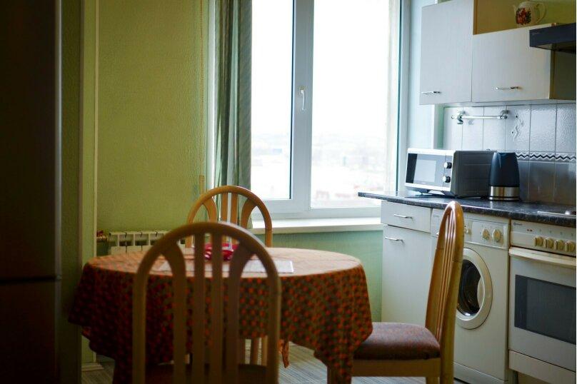 2-комн. квартира, 57 кв.м. на 4 человека, улица Цвиллинга, 34, Челябинск - Фотография 4