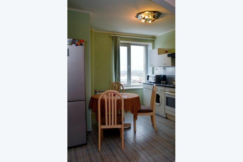2-комн. квартира, 57 кв.м. на 4 человека, улица Цвиллинга, 34, Челябинск - Фотография 9