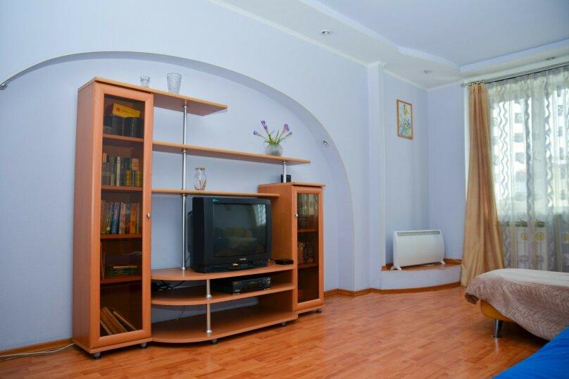2-комн. квартира, 57 кв.м. на 4 человека, улица Цвиллинга, 34, Челябинск - Фотография 1