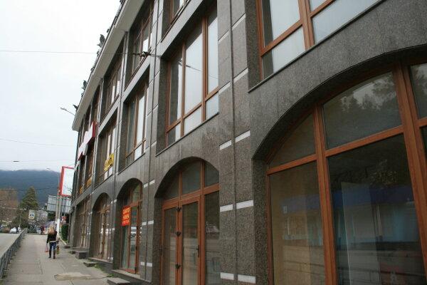 Частный жилой дом, улица Прибрежная, 13 на 2 номера - Фотография 1