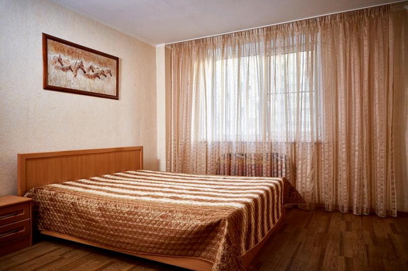 2-комн. квартира, 55 кв.м. на 4 человека, улица Пухова, 23А, Калуга - Фотография 1