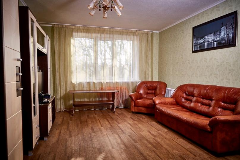 2-комн. квартира, 55 кв.м. на 4 человека, улица Пухова, 23А, Калуга - Фотография 2