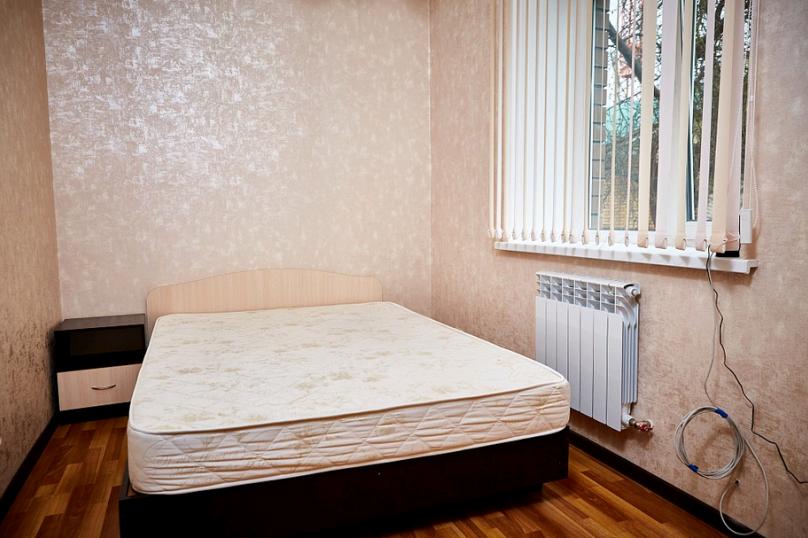 2-комн. квартира, 37 кв.м. на 4 человека, переулок Каракозова, 10, Калуга - Фотография 2